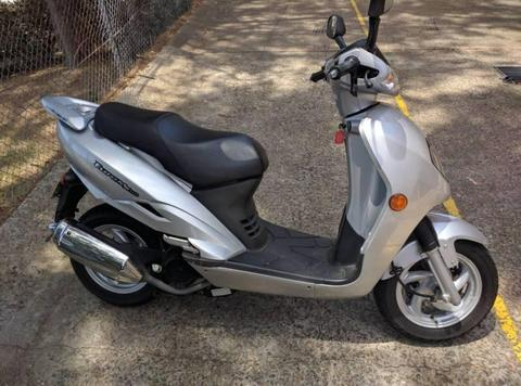 150 CC BOLWELL SYM SCOOTER ONLY 8850 KLM LIKE NEW