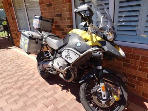 BMW R1200GS Adventurer 2011 with panniers top box