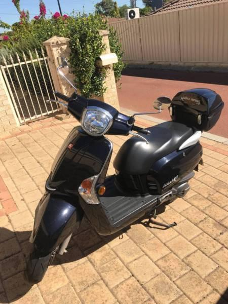 Classic Style Kymco Like 125 Scooter