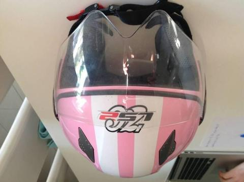 LR2 scooter helmet