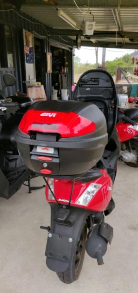 Givi Scooter top Box