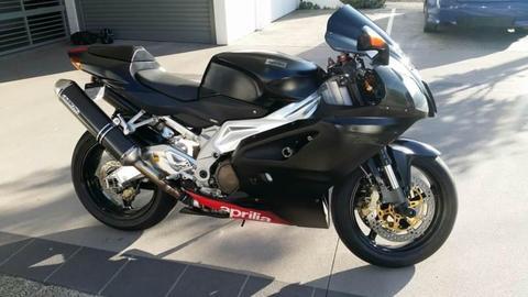Aprilia RSV1000 motorcycle 2004