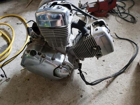 Suzuki intruder 250cc Engine
