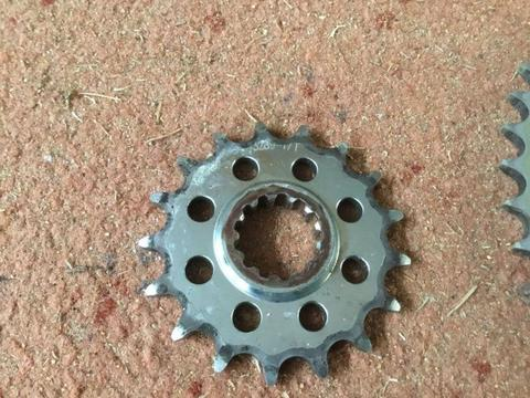 Yamaha r1 front & rear sprocket