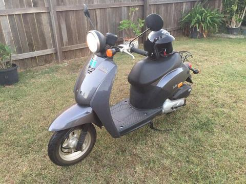 2006 Honda today scooter like new