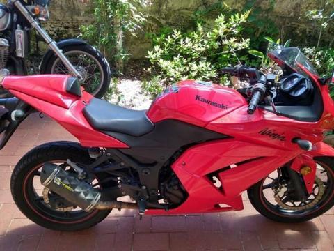 Kawasaki Ninja 250CC- Excellent Condition