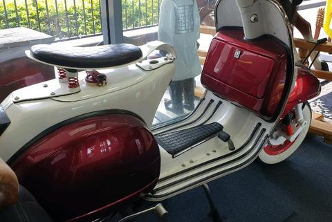 VESPA Piaggo Candy Apple Red And White 4 speed 200cc