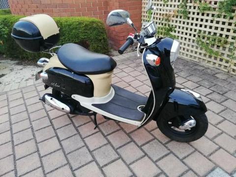 Italian-Style scooter - Vmoto Milan JX50