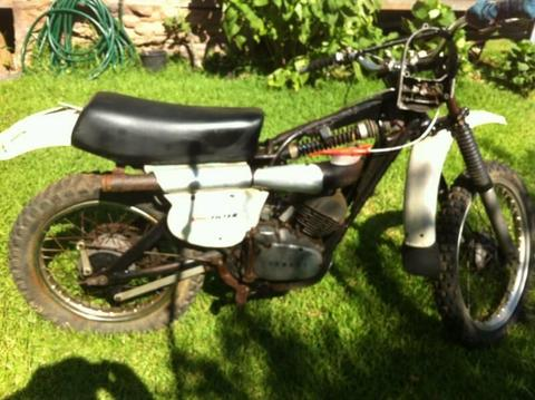 yz 125c 1976 model bike & a 1976 yz 125c parts manual VMX