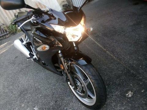 Honda CBR250R,Brand new condition, only done 960ks