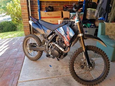 2008 SX 250 dirtbike