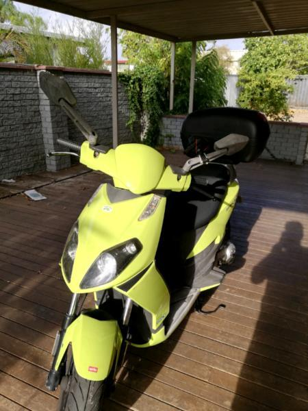 Aperilia sportcity 50cc scooter