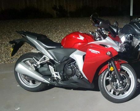 Honda Cbr250R Red - Brick7 Motorcycle