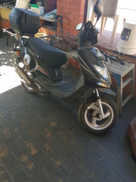 Scooter low kms tgb 50cc