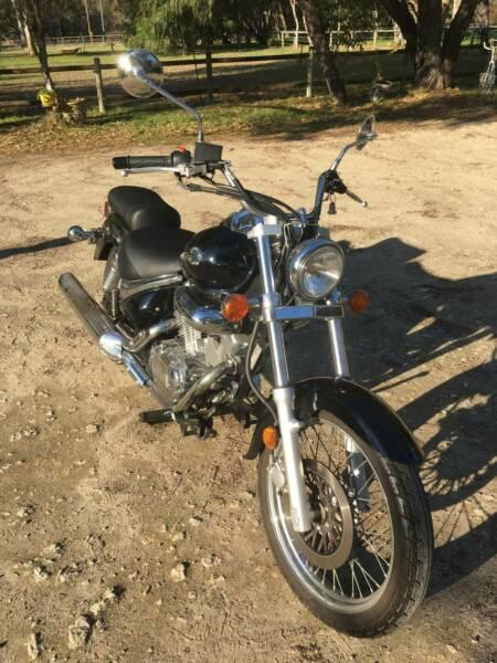 SUZUKI INTRUDER MOTORCYCLE 250CC