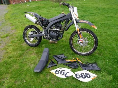 Dirt Bike APOLLO 250cc full size 18 21 Wheels