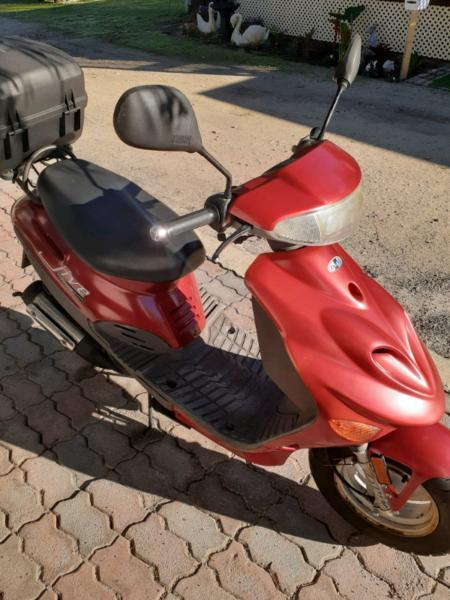 Scooter Adly bug jive