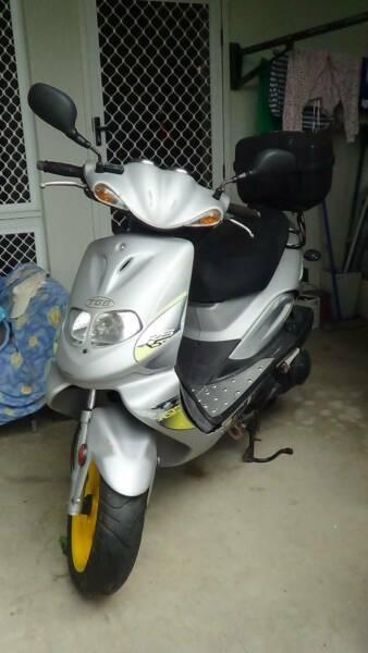 Scooter TGB 303Rs / 150cc 4-Stroke Engine Yellow / Silver