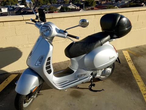 Vespa GT200 scooter 200cc, very low kms