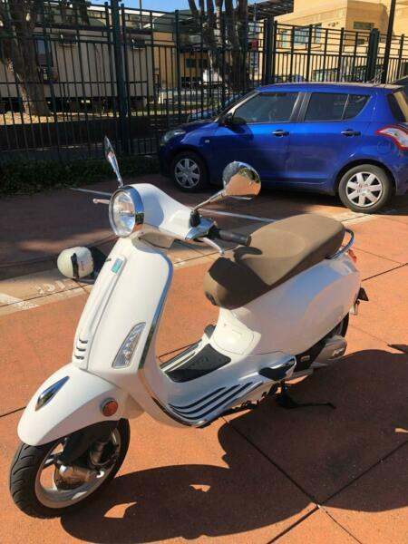 2017 Vespa Primavera White 150cc in great condition