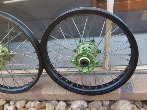 Kawasaki kx / kxf wheel set custom 125 250 450