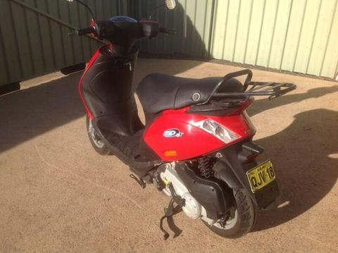 Piaggo Motor Scooter 100 cc
