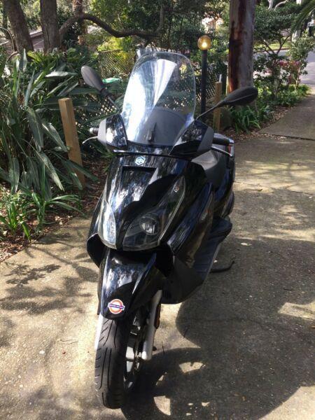 Piaggio scooter X7 250