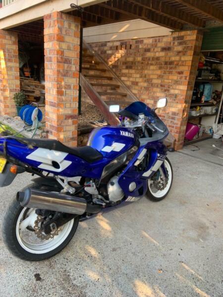 Yzf r6 road bike
