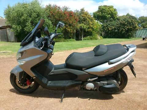 Kymco maxi scooter