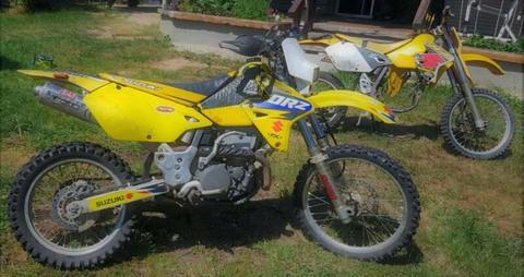 Suzuki DRZ 400 motor bikes (two) motocross dirtbike