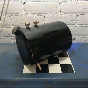 Chopper oil tank
