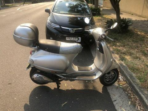 2001 Vespa Et4-150cc scooter for sale