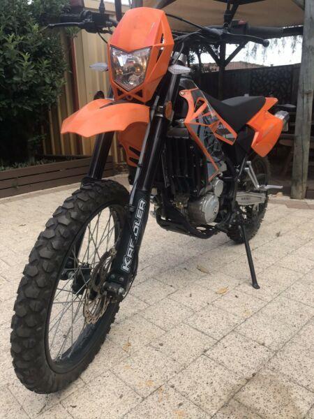 250 cc licensed road/trail motorbike