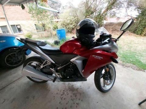 HONDA CBR250R Motorbike perfect for learner