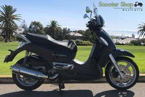 WAS $4590 SAVE $600 - NOW $3990! MAXI SCOOTER ONLY 11'200 KILOMETERS!