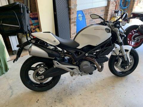 Ducati monster 659 (learner approved)