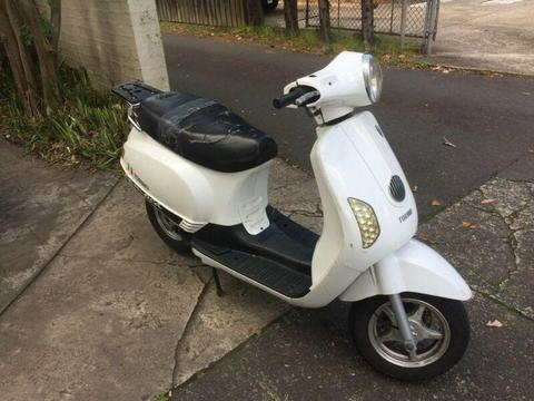 2012 Torino Famosa 125cc unregistered scooter spares or repairs